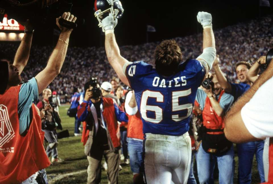 Center Bart Oates of the New York Giants