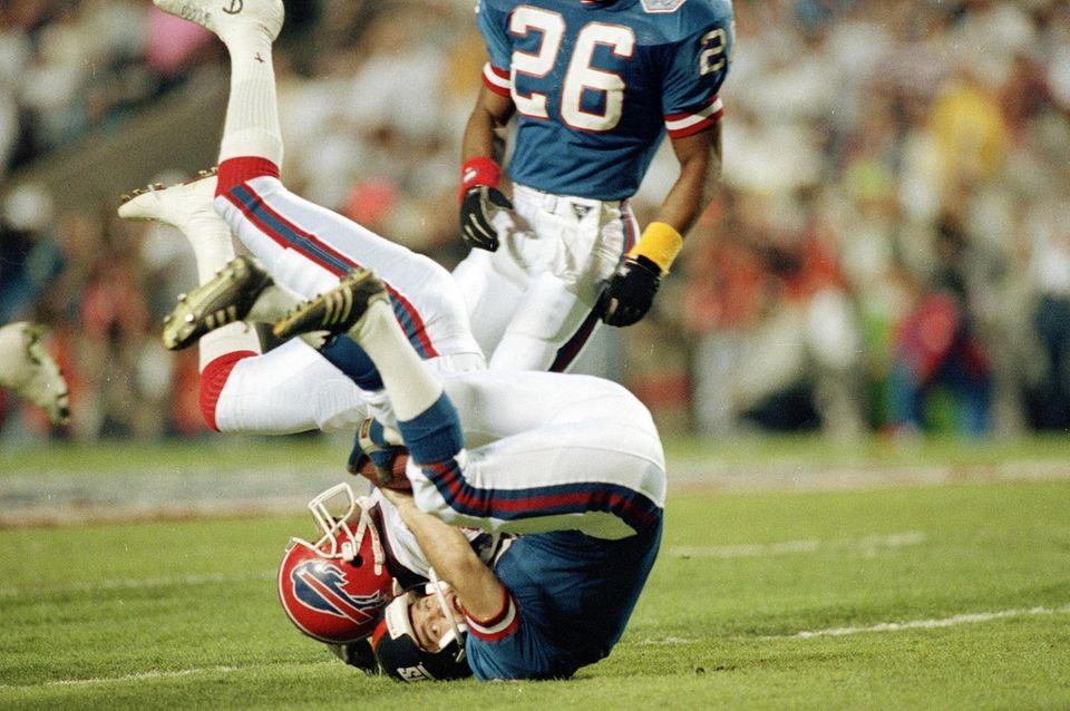 New York Giants kicker Matt Bahr tackles Don