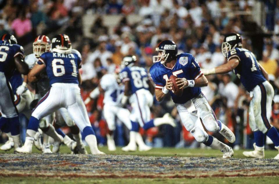 Quarterback Jeff Hostetler of the New York Giants
