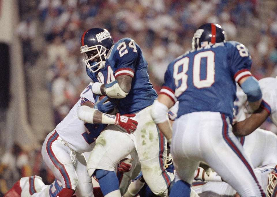 New York Giants running back Ottis Anderson scores