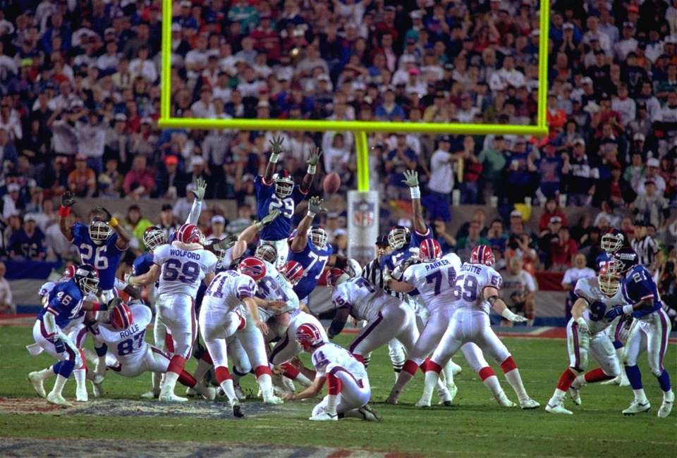 Buffalo Bills kicker Scott Norwood, center, misses the