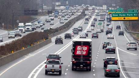 The Long Island Expressway in North Hills, looking