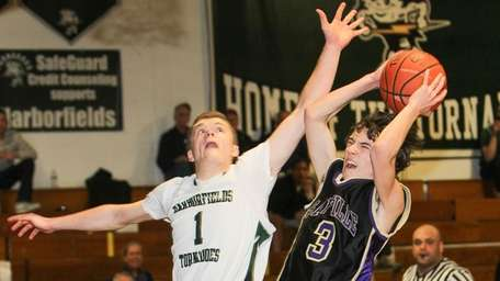 Sayville's Jesse Mas (3) scores in the fourth