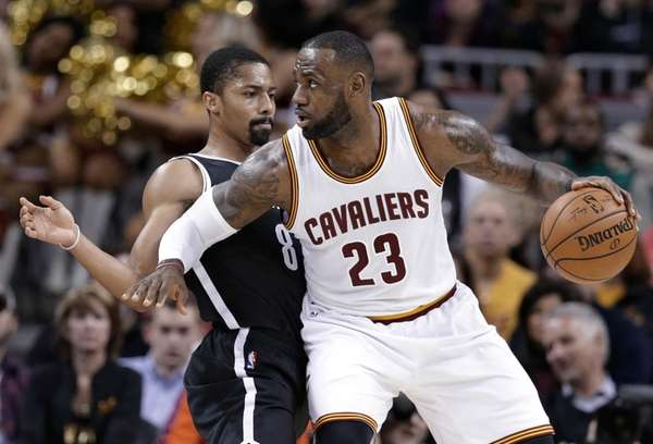 Cleveland Cavaliers' LeBron James (23) drives past Brooklyn