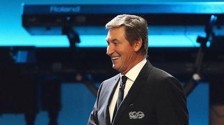 Former NHL player Wayne Gretzky walks on stage
