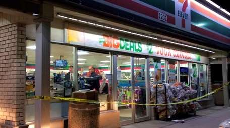 Police investigate a robbery of the 7-Eleven at