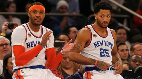 Carmelo Anthony #7 and Derrick Rose #25 of
