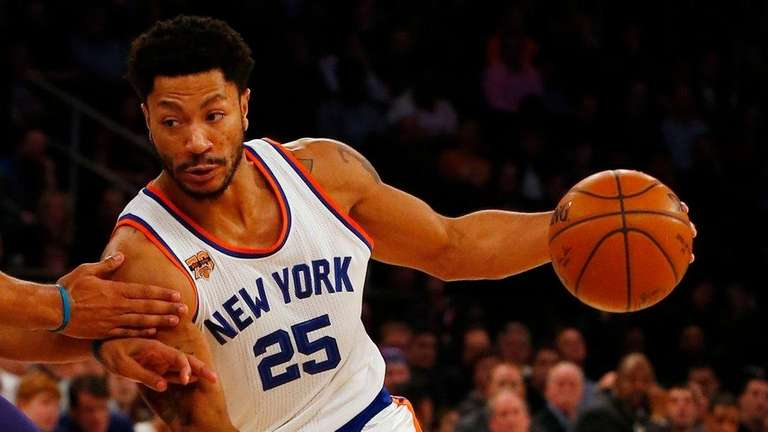 Derrick Rose of the New York Knicks drives