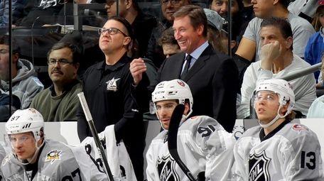 Metropolitan Division All-Stars head coach Wayne Gretzky reacts