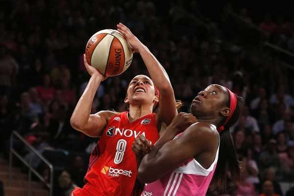 Washington Mystics' Bria Hartley goes to the basket