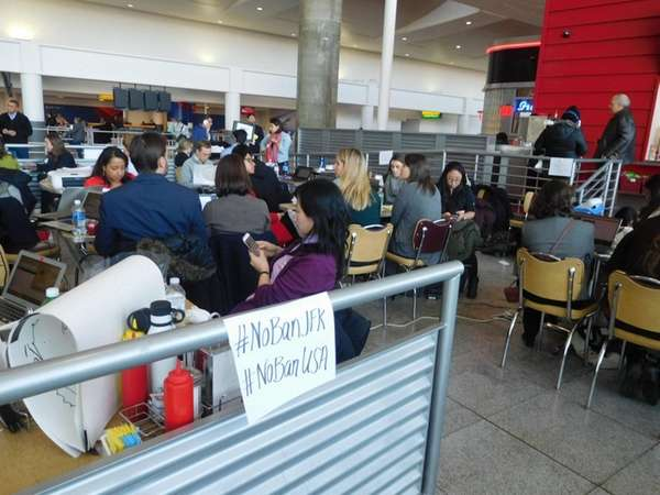 Lawyers, translators and other volunteers in Terminal 4