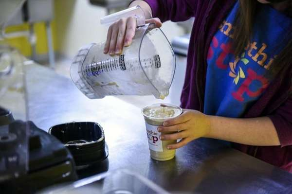 Elizabeth Long, a Smoothie Stop employee, pours a