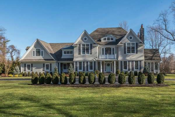 Lloyd Harbor Colonial with views of Caumsett park for $2.7M