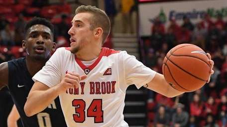 Stony Brook's Lucas Woodhouse drives to the basket