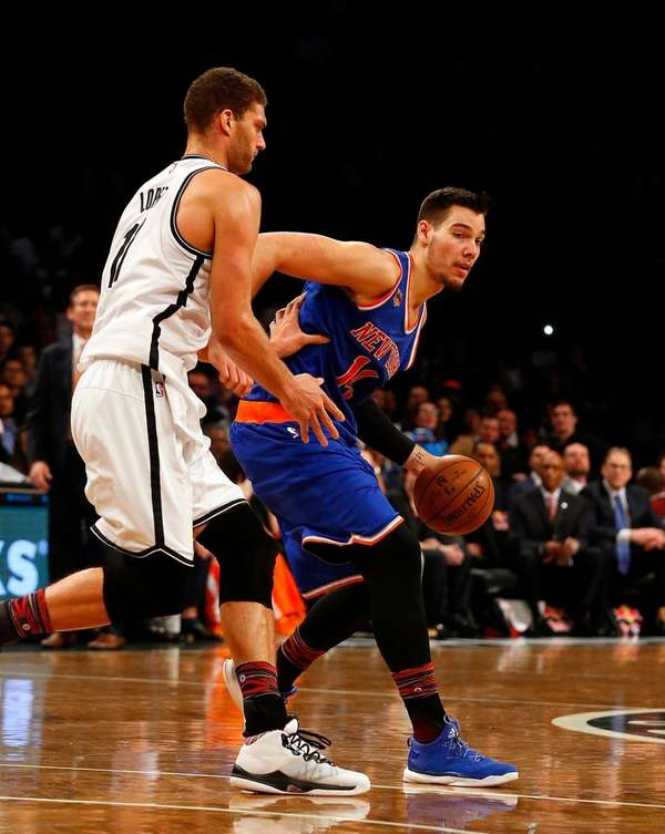 Willy Hernangomez of the New York Knicks controls