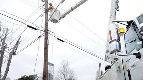 A PSEG worker at scene of downed wires