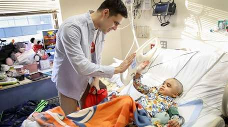 Stony Brook medical student David Elkin visits patient