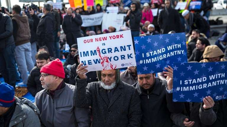Muslim New Yorkers participates a friday prayer at