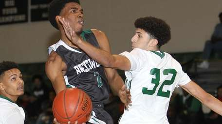 Brentwood's Rahmel Allen (2) goes to the basket