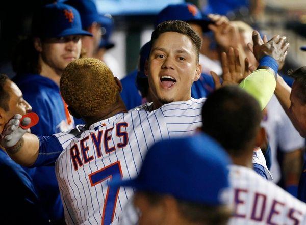 New York Mets Jose Reyes embraces Wilmer Flores