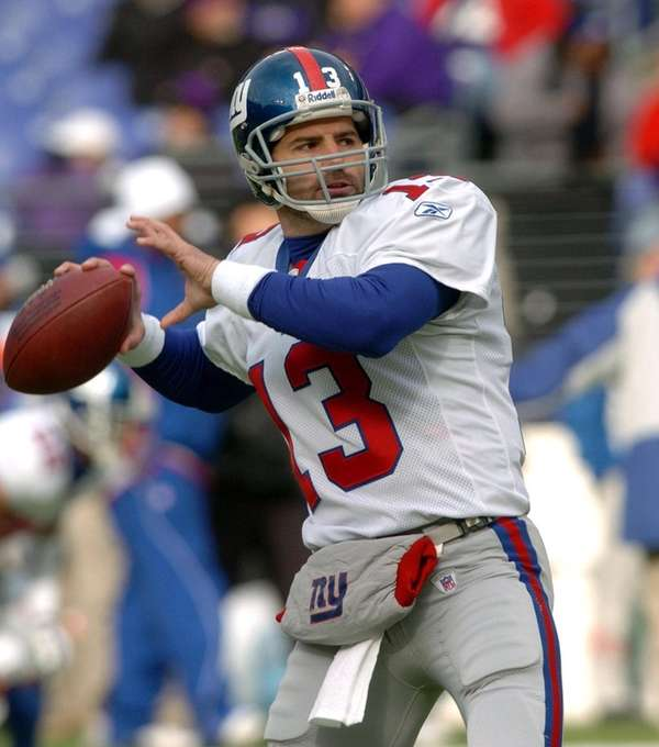 The New York Giants' Kurt Warner (13) is