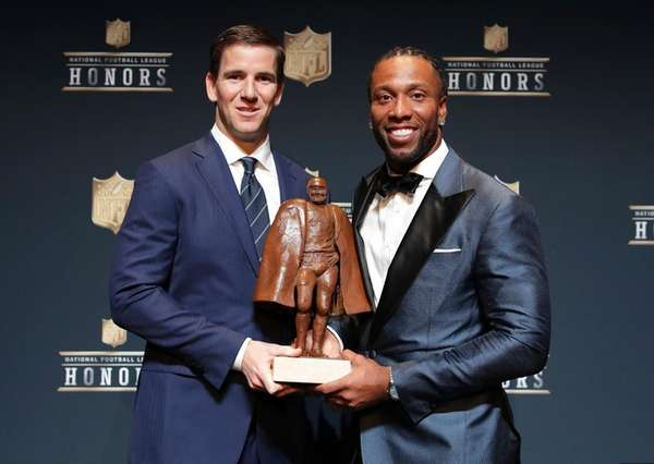 Eli Manning of the New York Giants, left,
