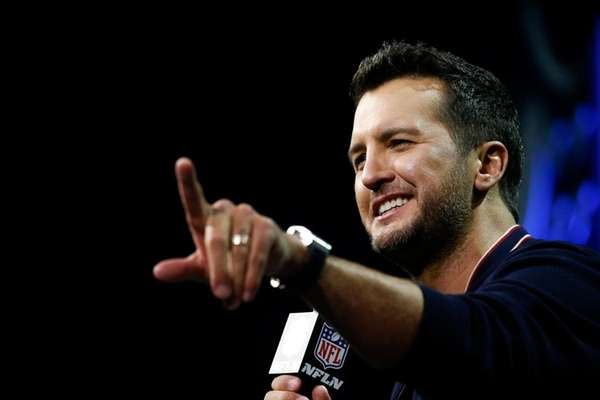 US singer-songwriter Luke Bryan responds to questions