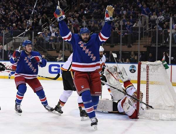 New York Rangers right wing Rick Nash reacts