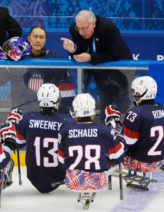 United States' head coach Jeff Sauer, top center,
