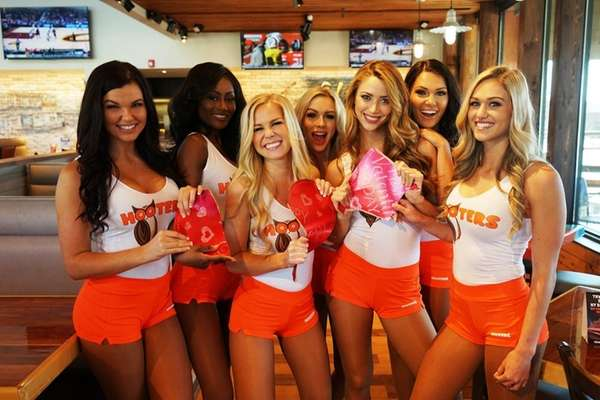 Hooters Offers Free Wings Deal On Valentine S Day Newsday
