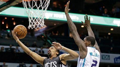 Brooklyn Nets' Spencer Dinwiddie (8) drives past Charlotte