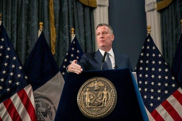 Mayor Bill de Blasio presents the Fiscal Year
