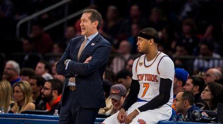 New York Knicks coach Jeff Hornacek, left, talks