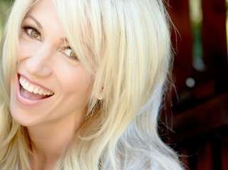 Debbie Gibson will hold a workshop for singers