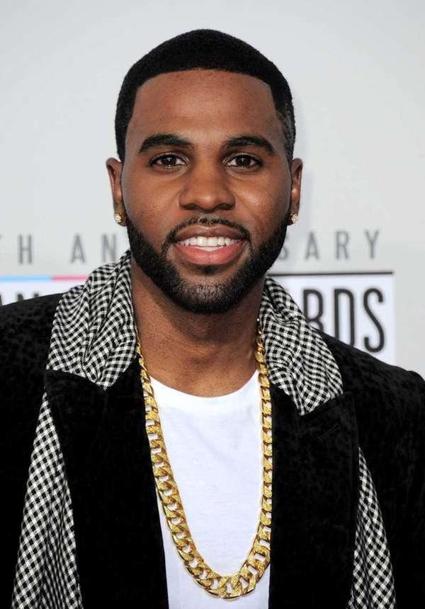 Jason Derulo arrives at the American Music Awards