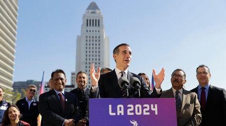 Los Angeles Mayor Eric Garcetti, center, speaks during