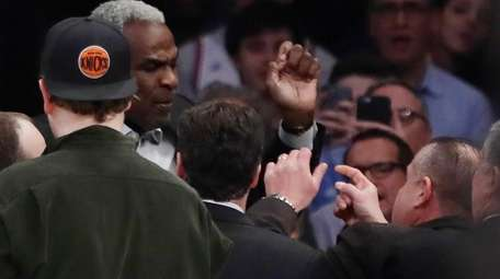 Former Knicks player Charles Oakley exchanges words with