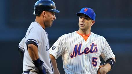 Derek Jeter and David Wright chat while Jeter