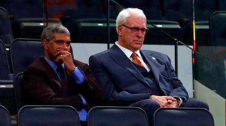 New York Knicks president Phil Jackson, right, looks