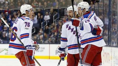 Rangers' Kevin Hayes, right, celebrates his goal against