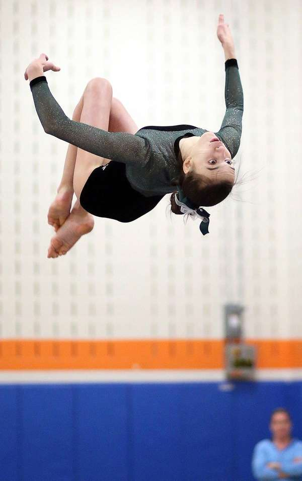 Dismounting from the beam, Joanna Signorile of Carle