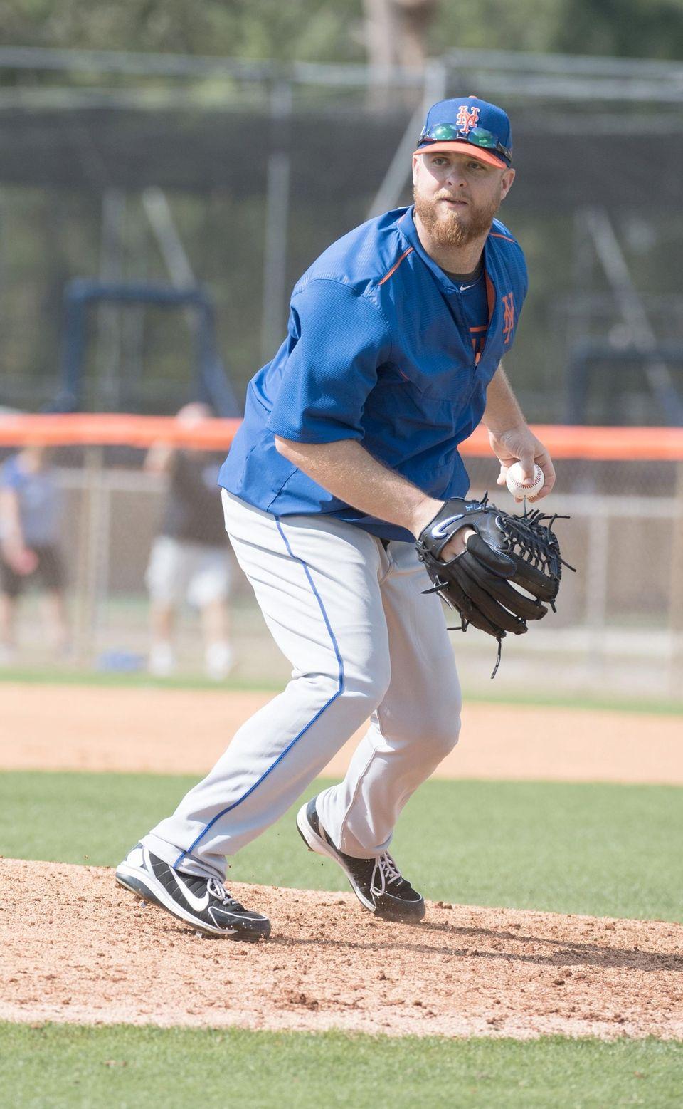 Mets pitcher Josh Edgin fields the ball during