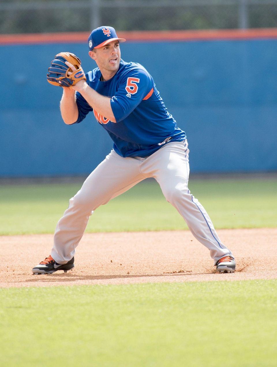 Mets third baseman David Wright prepares to throw