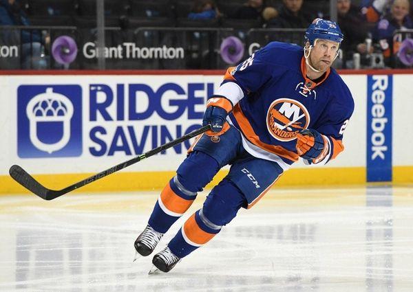 New York Islanders left wing Jason Chimera skates