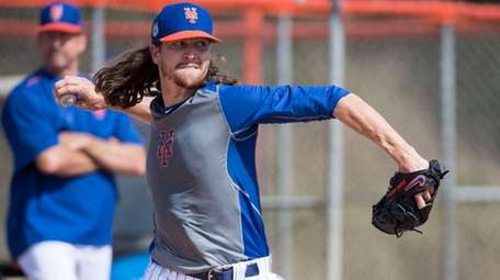 Mets pitcher Jacob deGrom throws during a spring