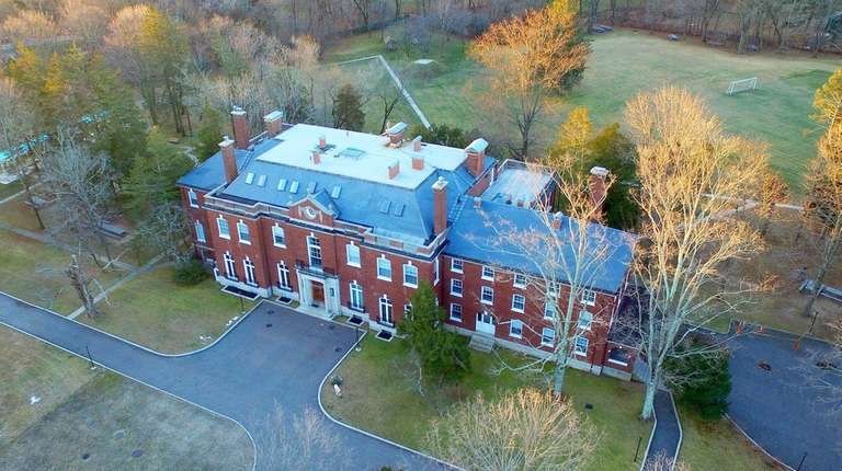 AERIAL PHOTOS--December 31, 2016--Upper Brookville, NY--.An aerial view
