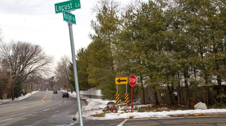 Roslyn Heights residents want a traffic light added
