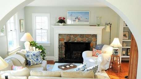 This cozy cedar-shingled Cape Cod in East Hampton