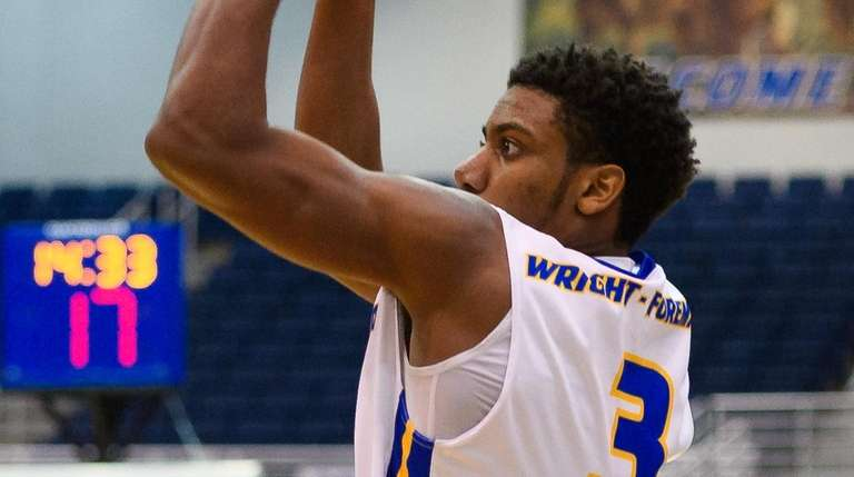 Hofstra guard Justin Wright-Foreman shoots during a game