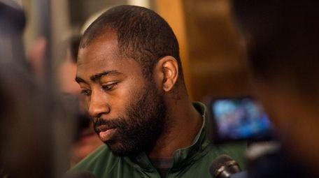 New York Jets cornerback Darrelle Revis (24) talks